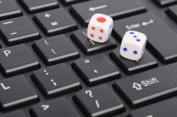 Würfel auf einem Keyboard